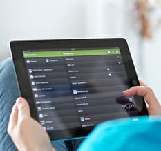 Smarte und benutzerfreundliche Steuerung der Haustechnik via Tablet oder Smartphone.