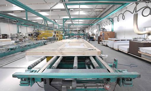 Alle Fertighäuser von Danhaus werden in unserem 1998 errichteten, mit neuester Technik ausgestatteten Produktionswerk in Esbjerg/Dänemark vorgefertigt