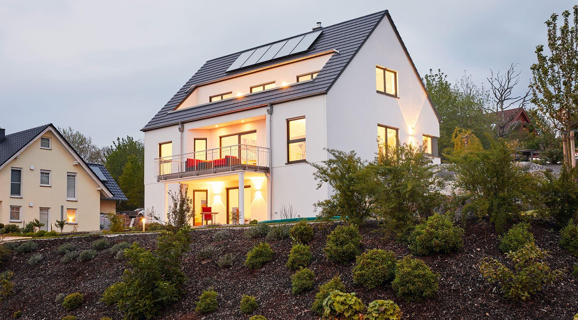 Mit weitblick gebaut einfamilienhaus in hanglage for Raumgestaltung dresden