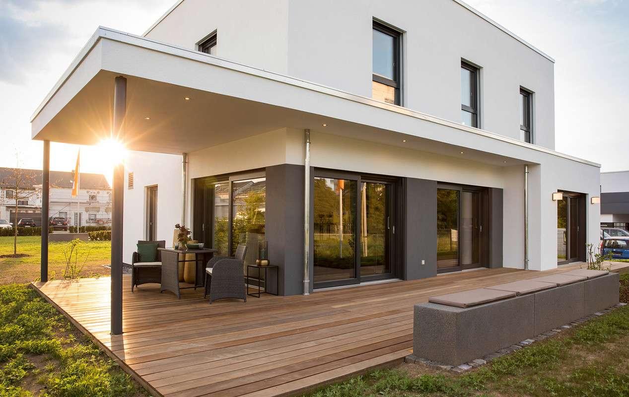 MAXIM - Gießen - Außenansicht mit Terasse