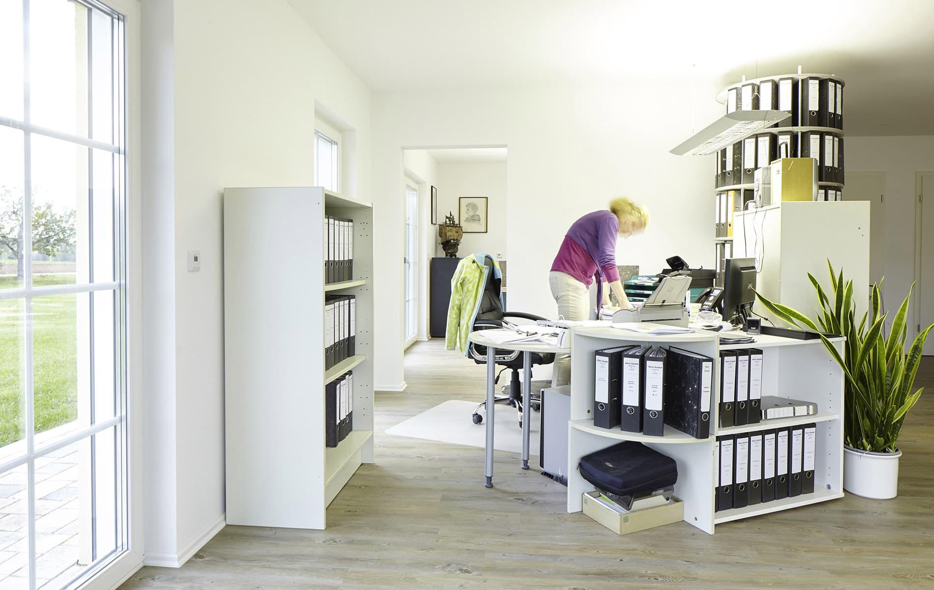 Ein Hausanbau beherbergt Büroräume