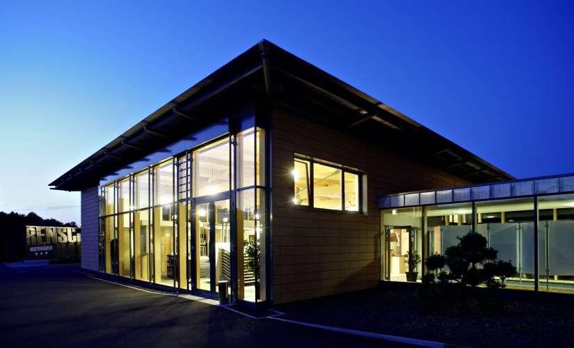Besuchen Sie das über 600 m² große Ausstattungszentrum am Werksstandort und wählen Sie Ihre Wunschausstattung aus hochwertigen Markenprodukten aus.
