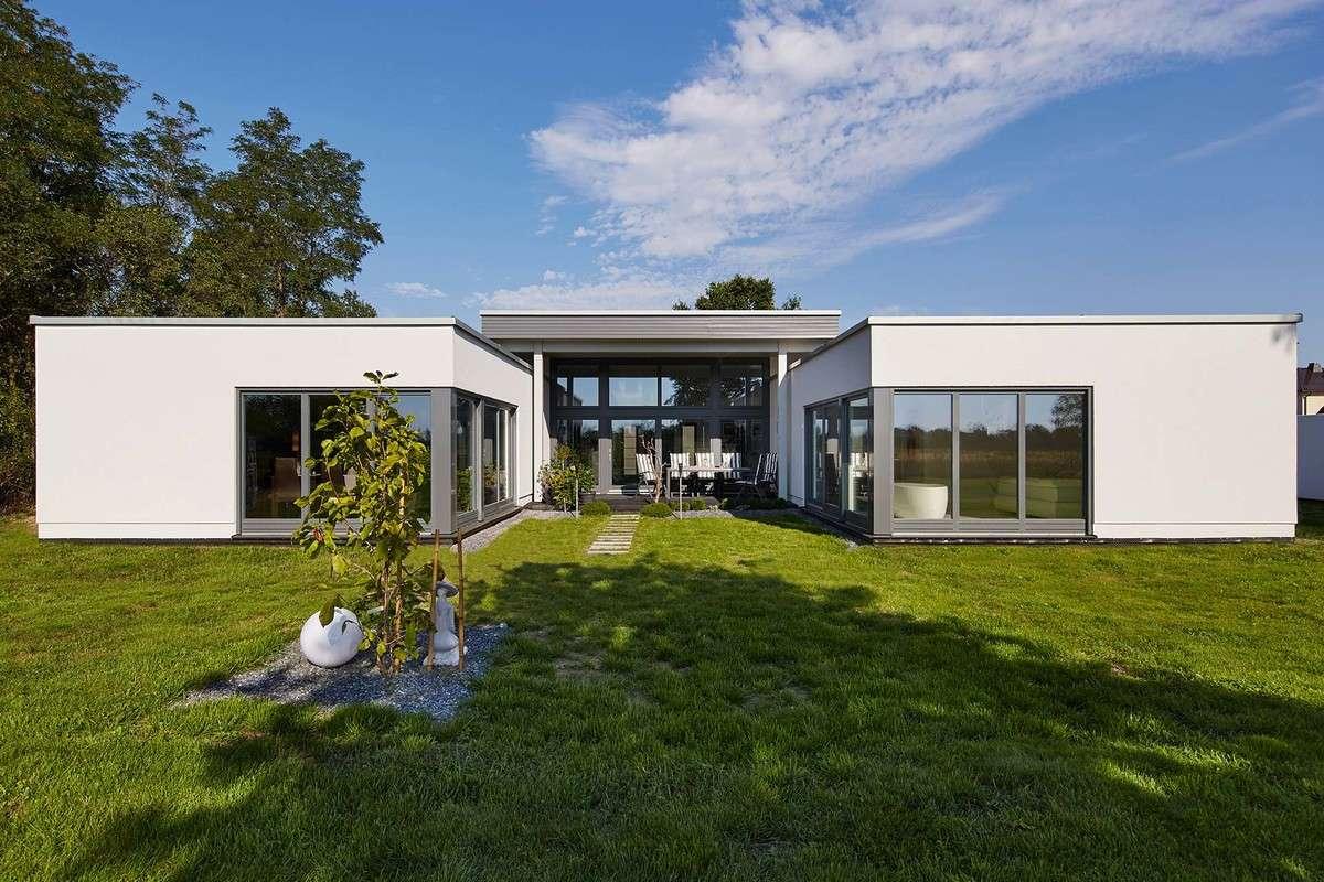 Eitelkeit Haus Flachdach Foto Von Bungalow Piemont