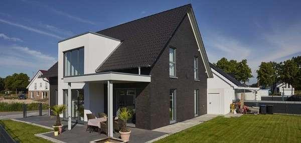 Das Familienhaus Gersbach mit großem Garten und überdachter Terrasse.