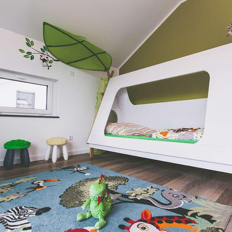Kinderzimmer mit viel Platz zum Spielen