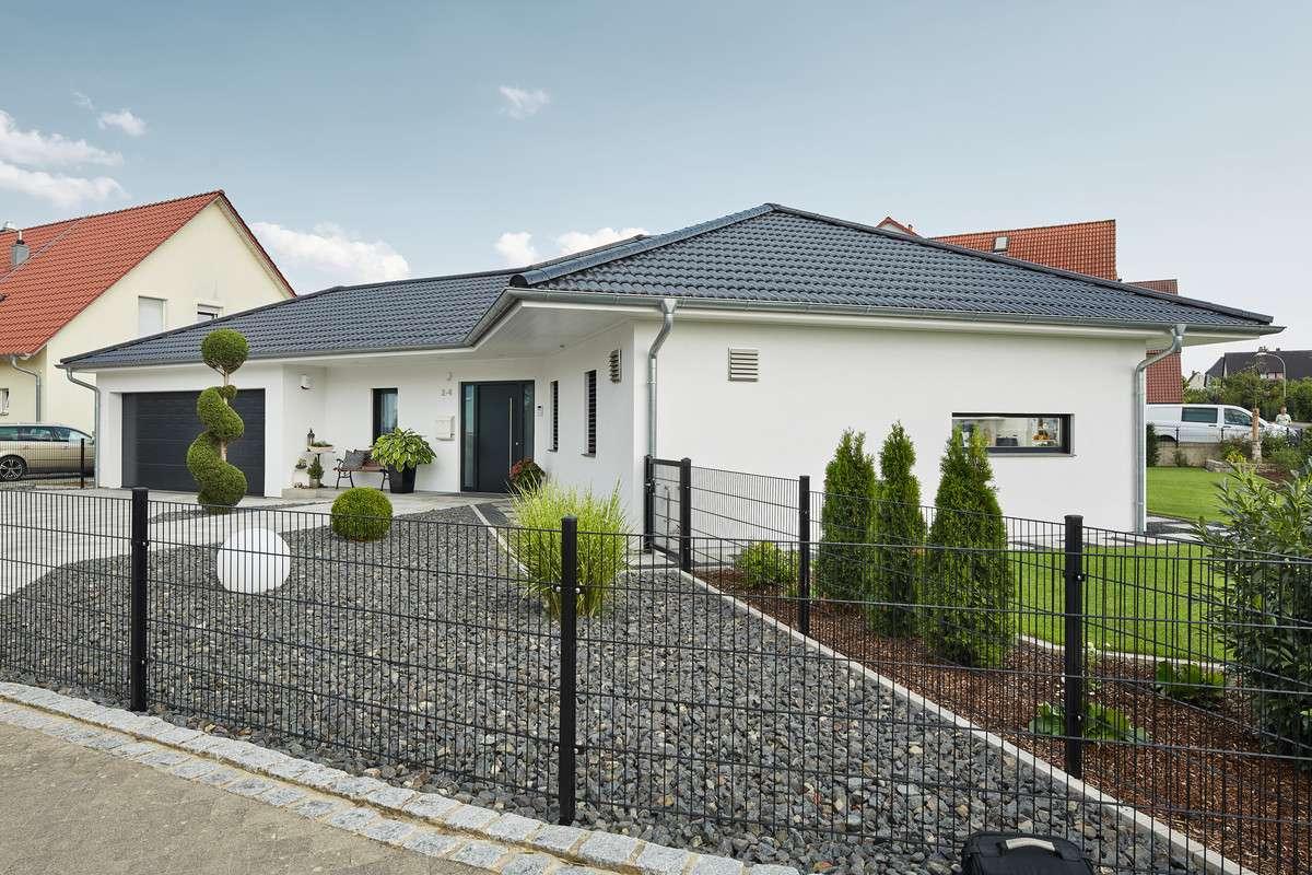 luxhaus walmdach 190 luxhaus anbieter. Black Bedroom Furniture Sets. Home Design Ideas