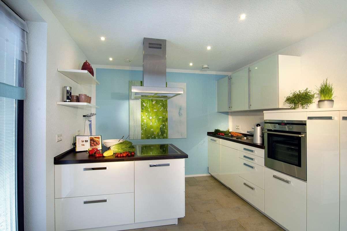 Moderne offene Küche in weiß