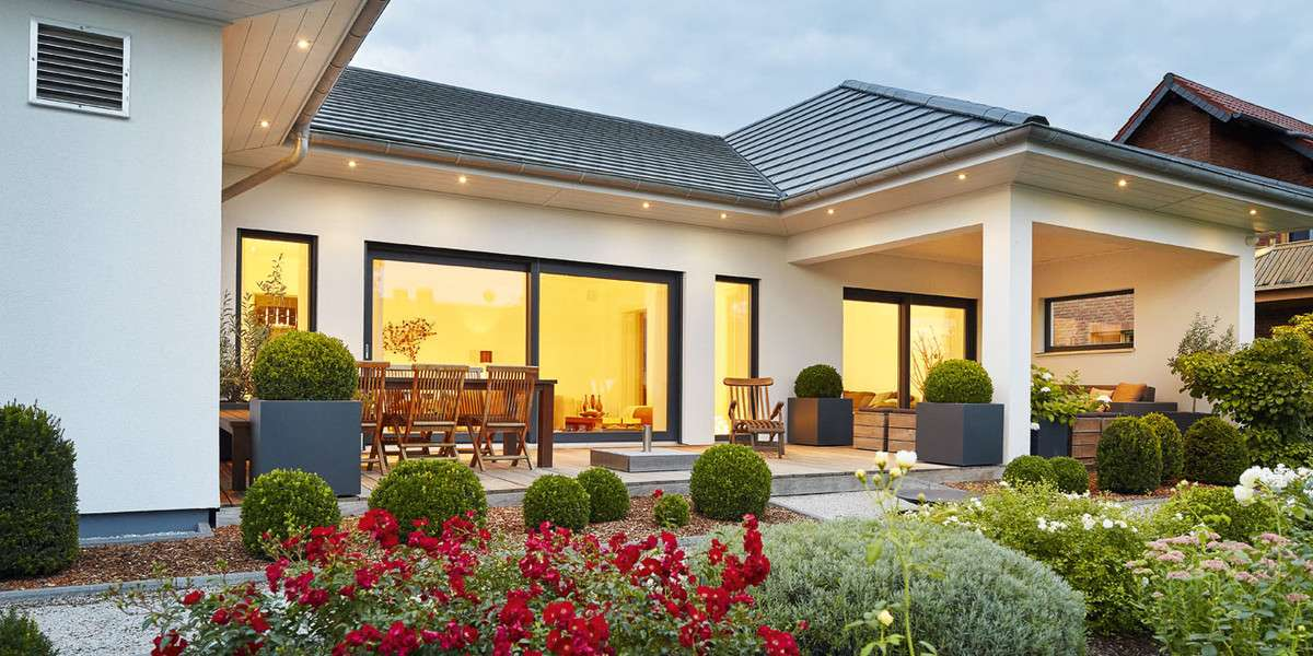 Luxhaus bungalow walmdach 167 luxhaus anbieter for Haus modern walmdach