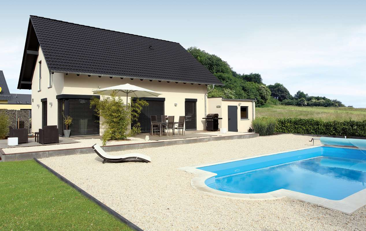 VIO - Außenbereich mit Pool
