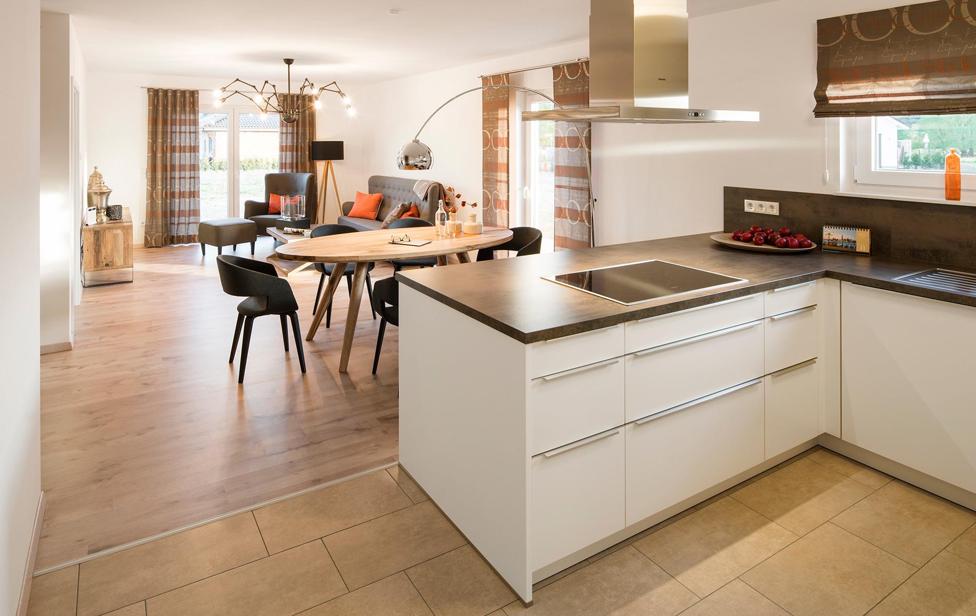 NIVO - Battenfeld - helle und geräumige Küche mit Durchgang zum Essbereich