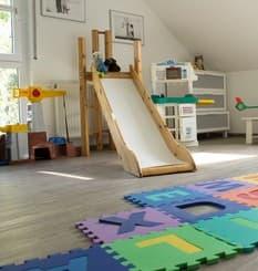 Viel Platz zum Spielen im Kinderzimmer