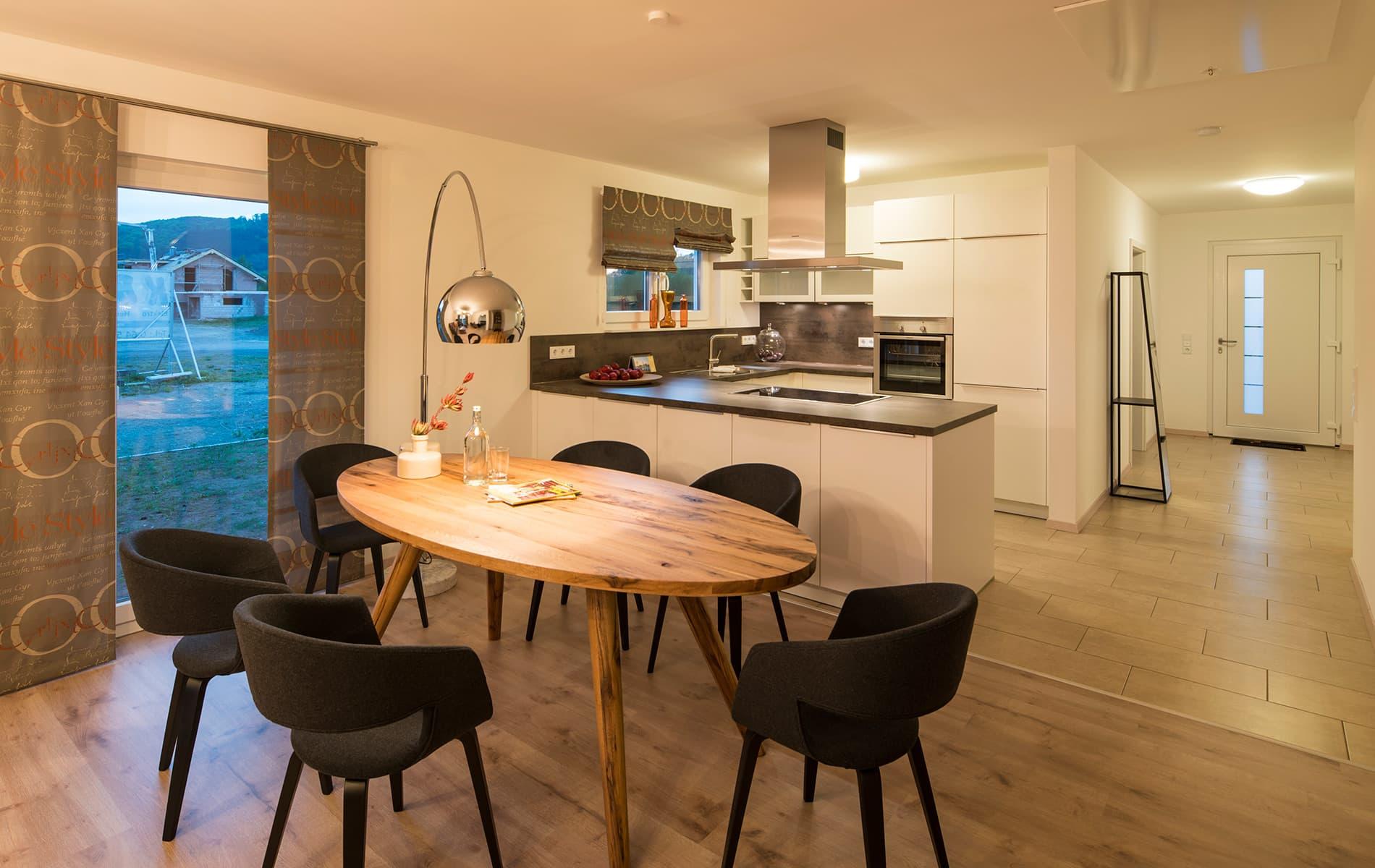 NIVO - Battenfeld - stilvoller Essbereich und Küche