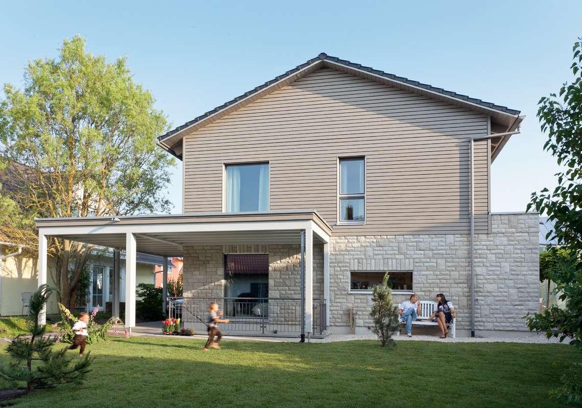 Modernes Landhaus mit Carport