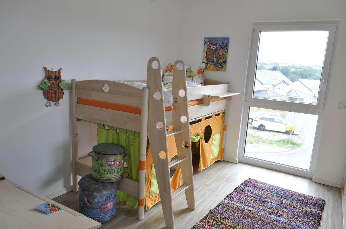 Kinderzimmer mit Blick ins Grüne