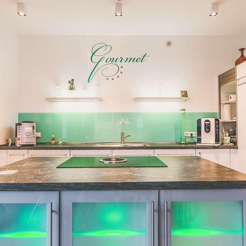 Moderne Küche in Grüntönen