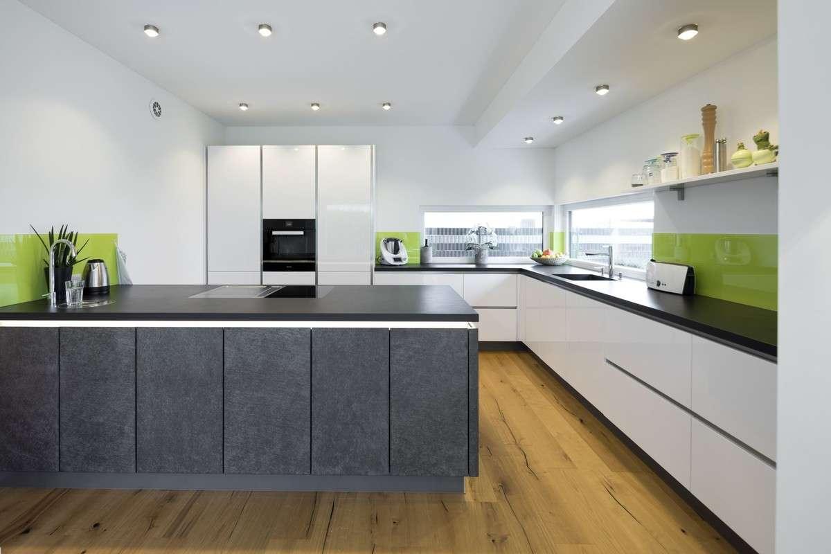 Moderne Küche mit praktischer Kochinsel