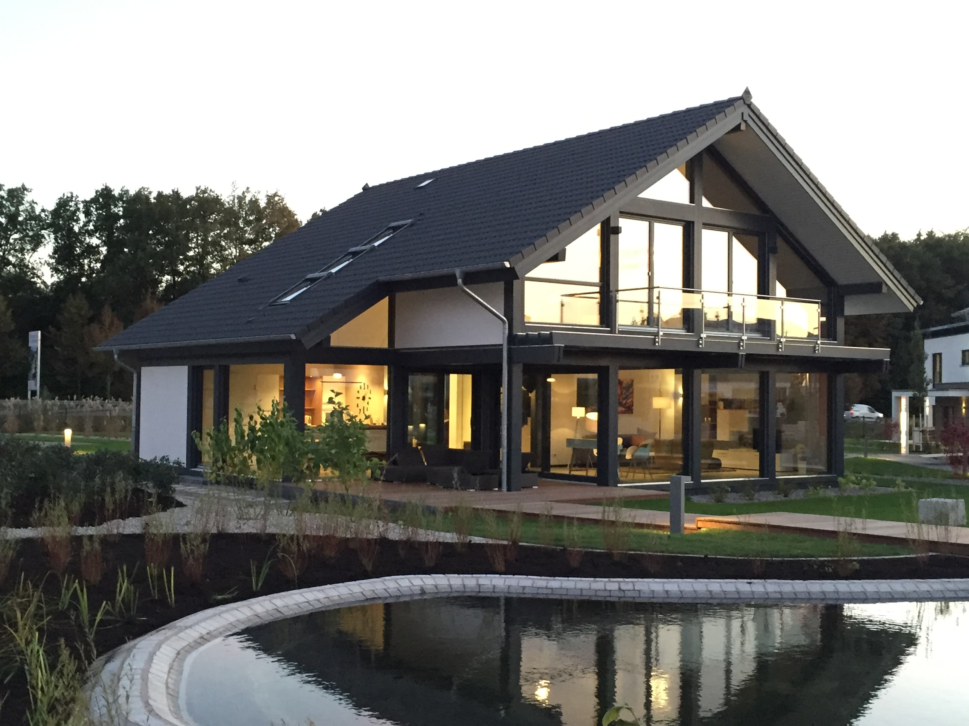 Meisterstück-HAUS baut Architektenhäuser in Holz-Skelettbauweise und Holz-Tafelbauweise.