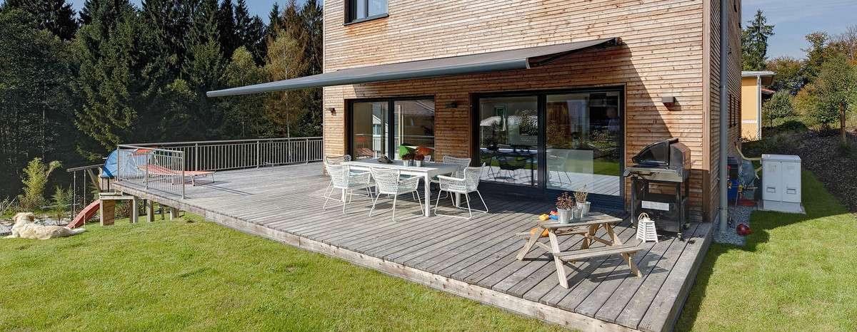 geeigneter sonnenschutz f r die terrasse inspiration. Black Bedroom Furniture Sets. Home Design Ideas