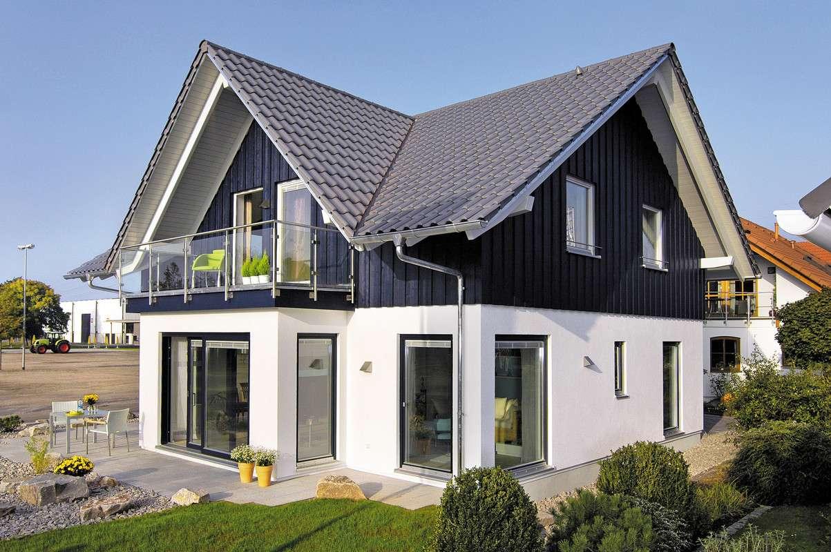 Klassisches Landhaus mit Giebeldach