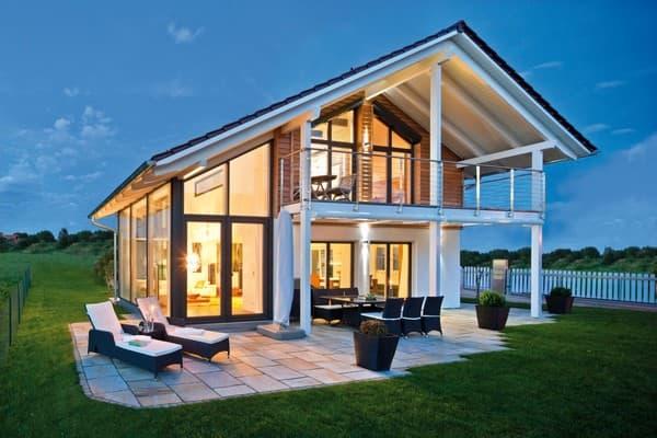Raum für die Natur - Regnauer setzte dieses Ziel in einem individuell geplanten Architektenhaus mit einer elegant-schlichten Ge-staltung zur Straße und einer dominanten Glasfassade zum Gar-tengrundstück mit anschließender Wiese um.
