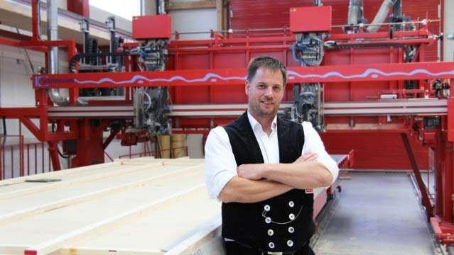 Seit 1881 fertigen wir im WEISS-Werk in Oberrot individuelle Häuser. Ökologisch aus gesundem Holz gefertigt, effizient mit modernster Haustechnik ausgestattet und errichtet nach strengen, unabhängigen Qualitätsnormen