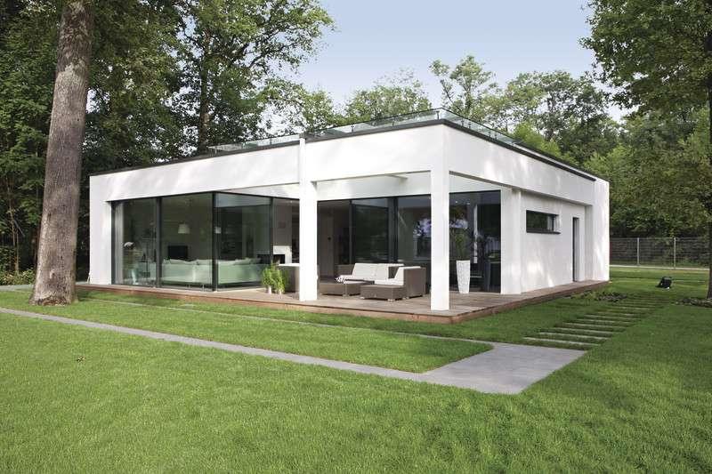Moderner Bungalow im Bauhaus-Stil von WeberHaus