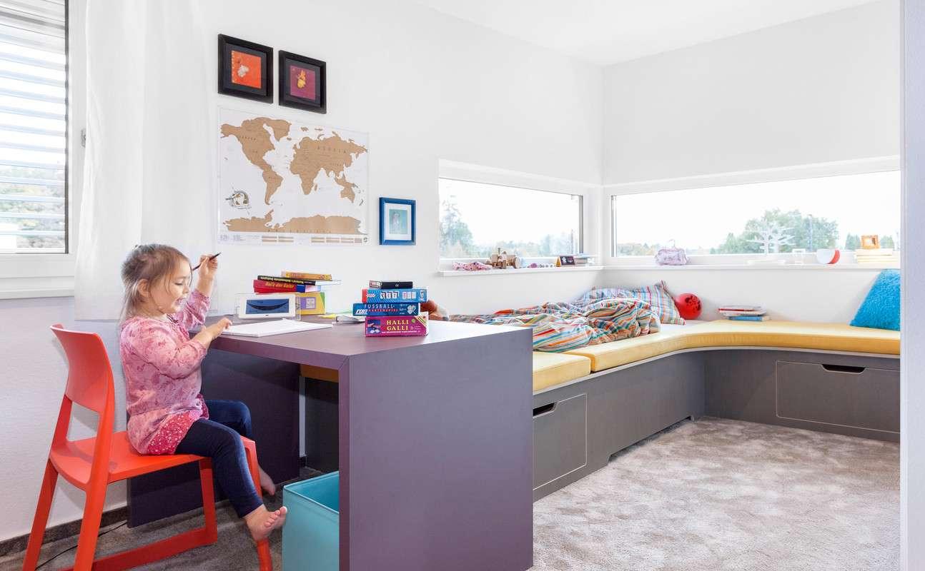 Kinderzimmer mit viel Tageslicht