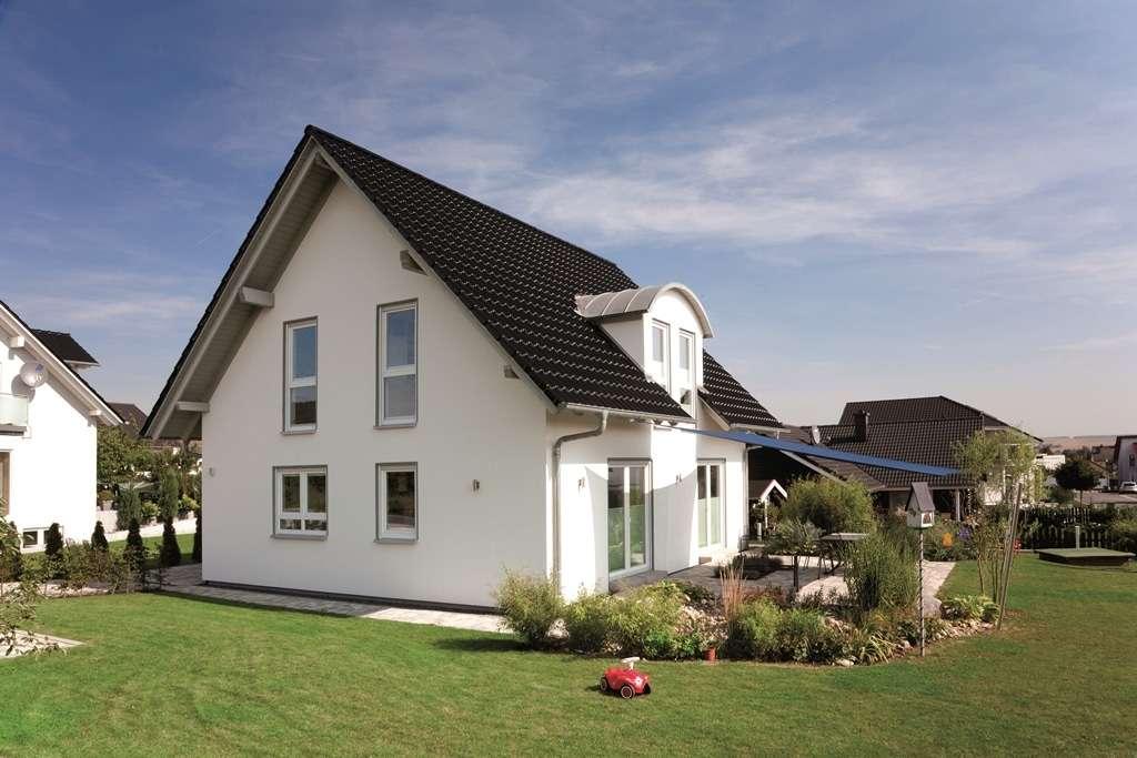 Haus mit Sonnenterrasse und großzügiger Garten