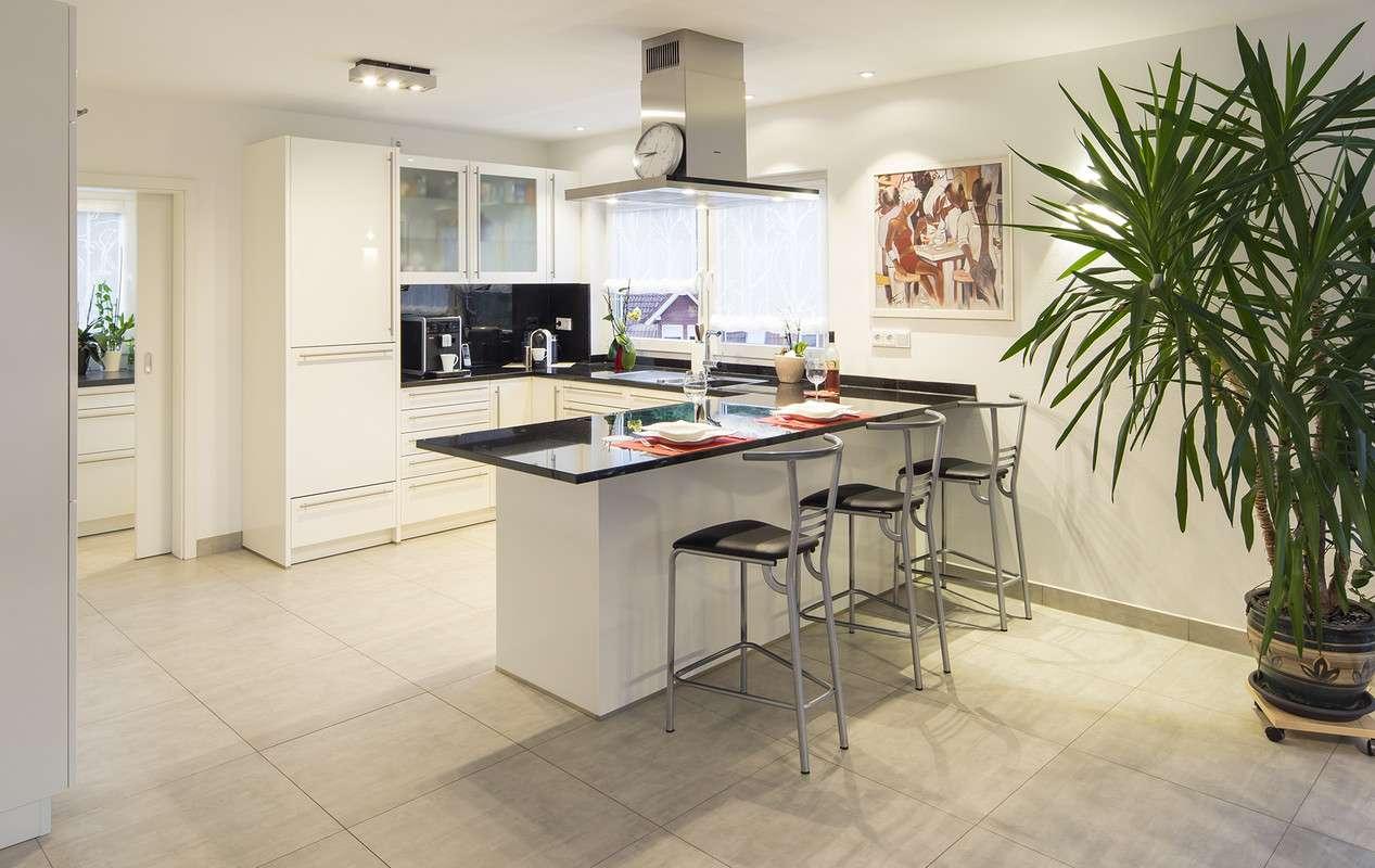 Frei geplant - helle offene Küche