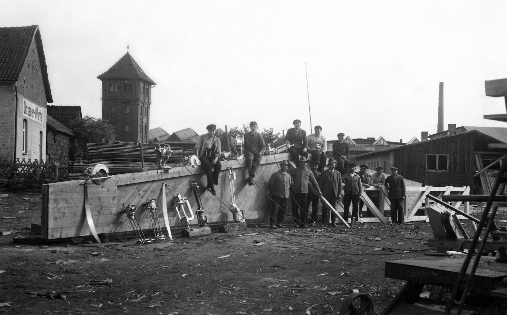 Das im Jahr 1903 gegründete Holzbau-Unternehmen leiten Otto, Stefanie und Markus Baukmeier heute in der dritten bzw. vierten Generation generationsübergreifend.