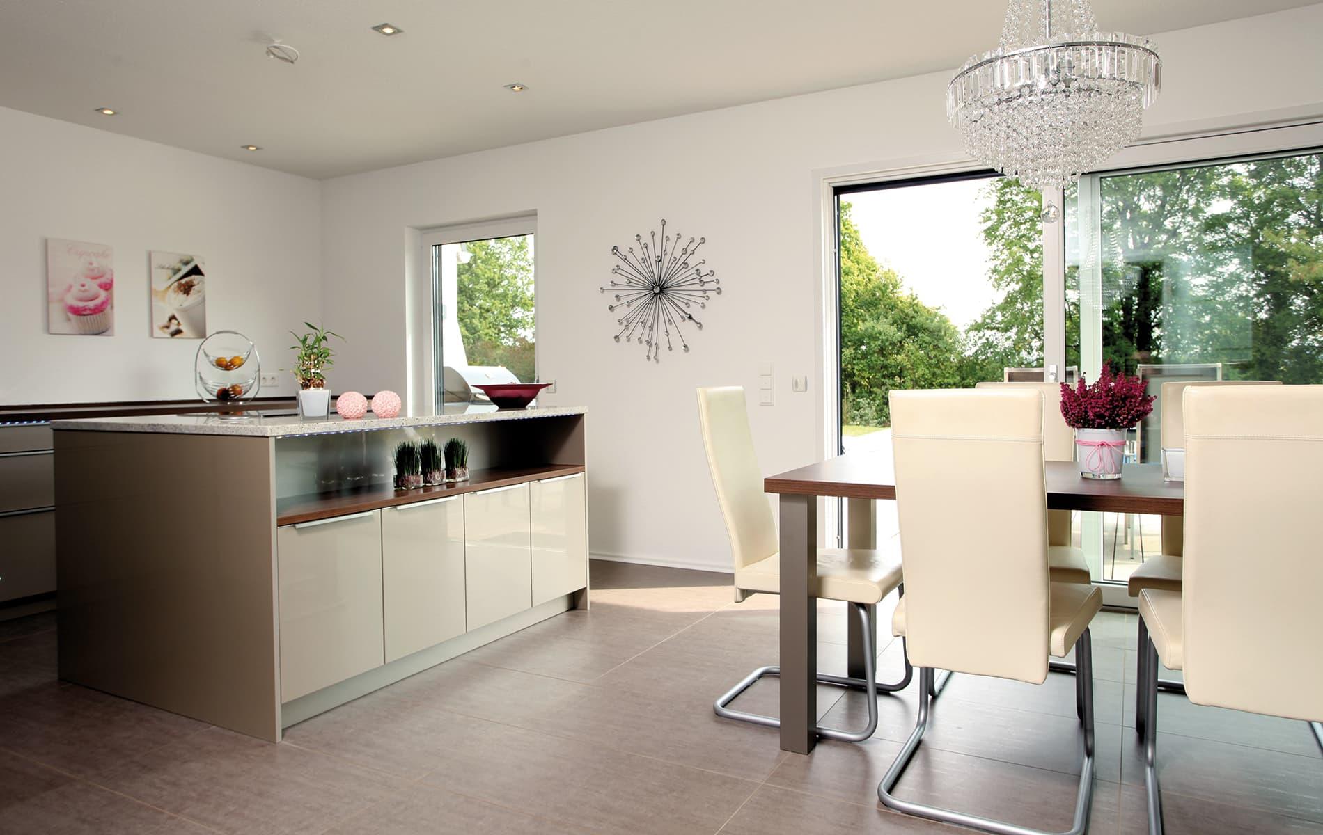 VIO - heller Essbereich  und Küche