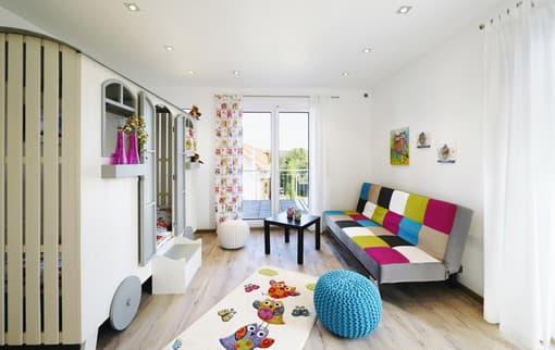 Der Spielteppich im Kinderzimmer ist sehr beliebt. Er regt die Fantasie des Nachwuchses an und unterstützt dessen Entwicklung – eine gute Materialqualität vorausgesetzt.