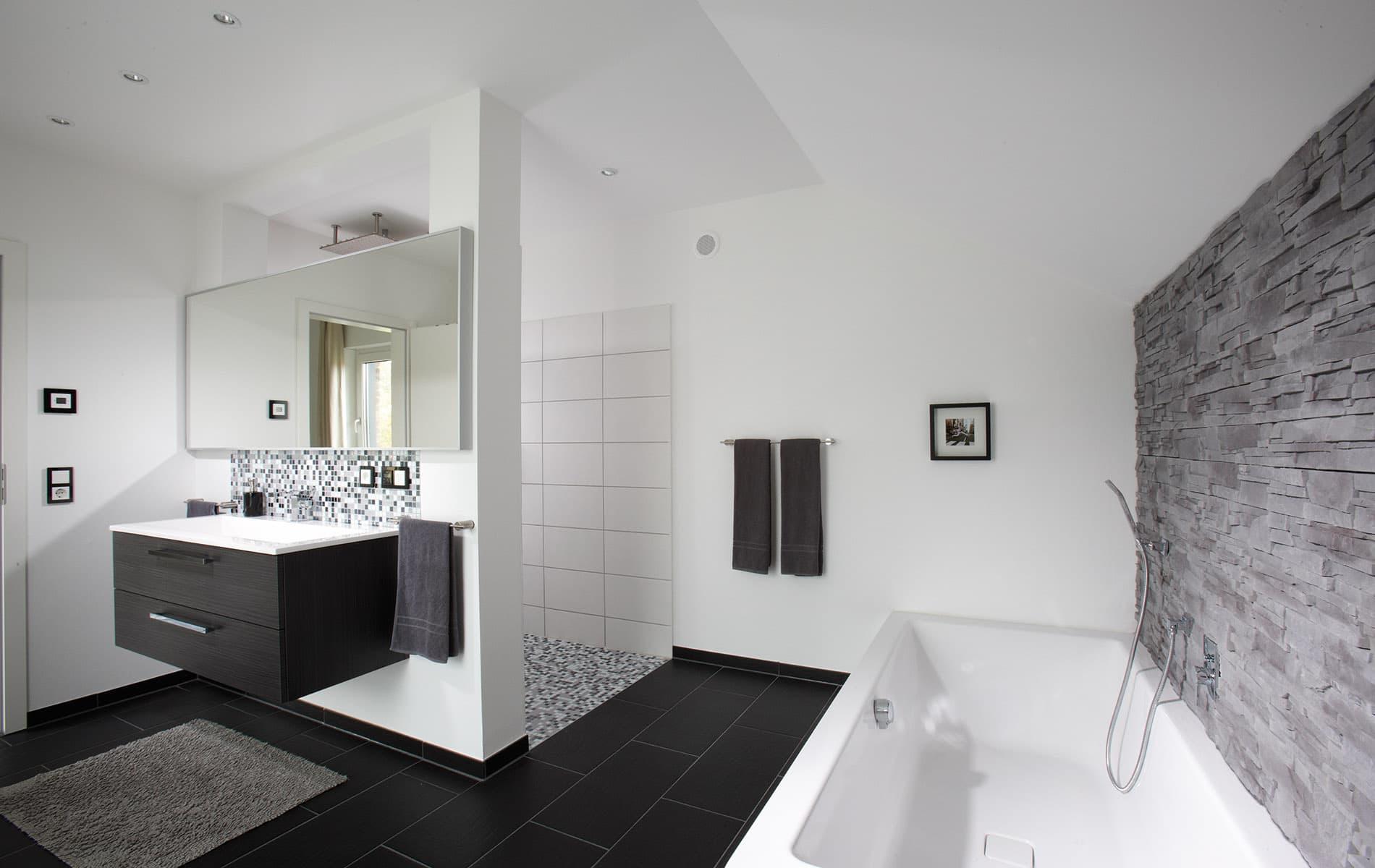 AVEO - großes stilvolles Badezimmer