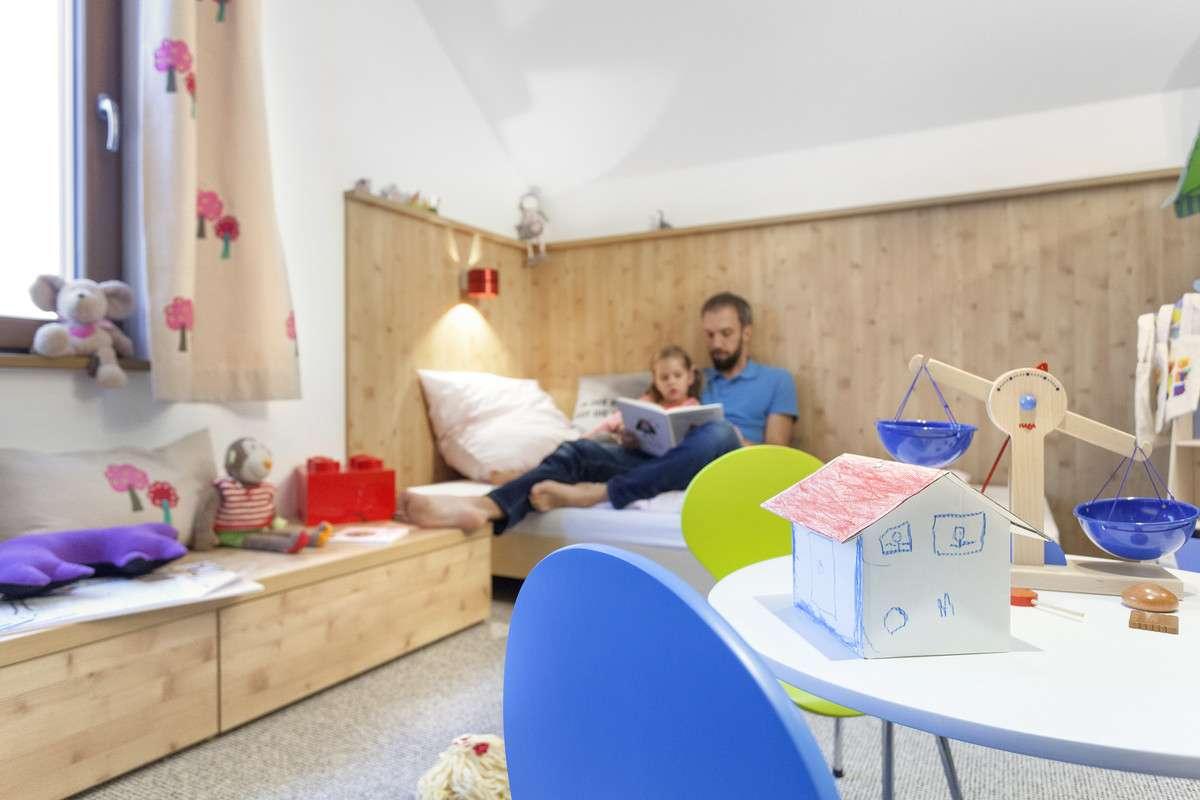 Modernes Kinderzimmer in Holzoptik
