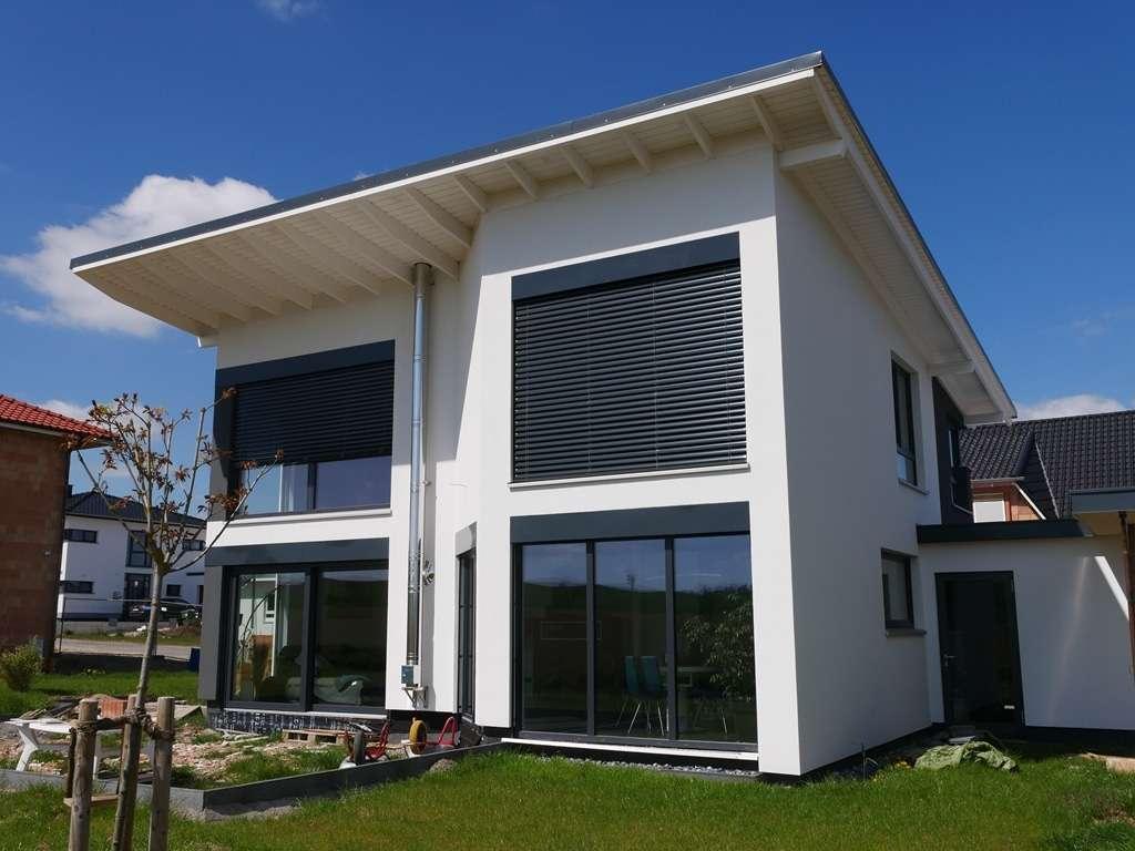 Große Fensterflächen für helle Räume