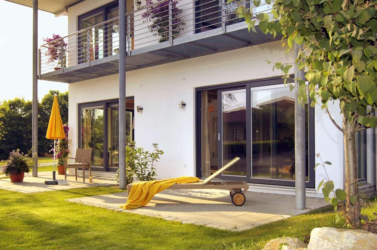 Modernes Einfamilienhaus mit Bodentiefen Fenstern