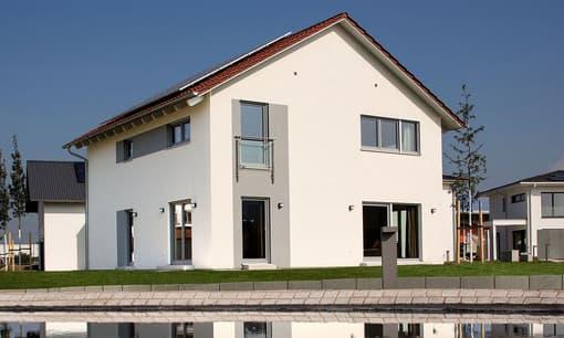 SCHWABENHAUS Musterhaus Gartenansicht