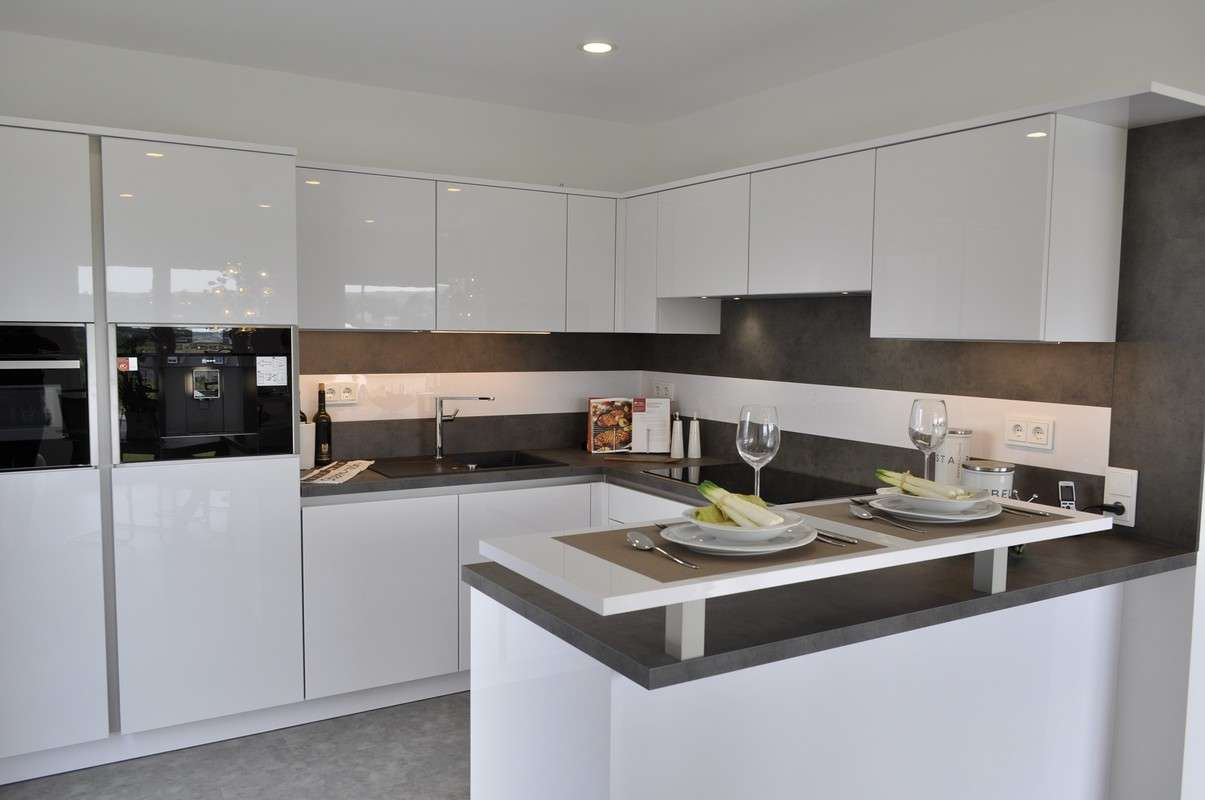 Moderne und helle Küche