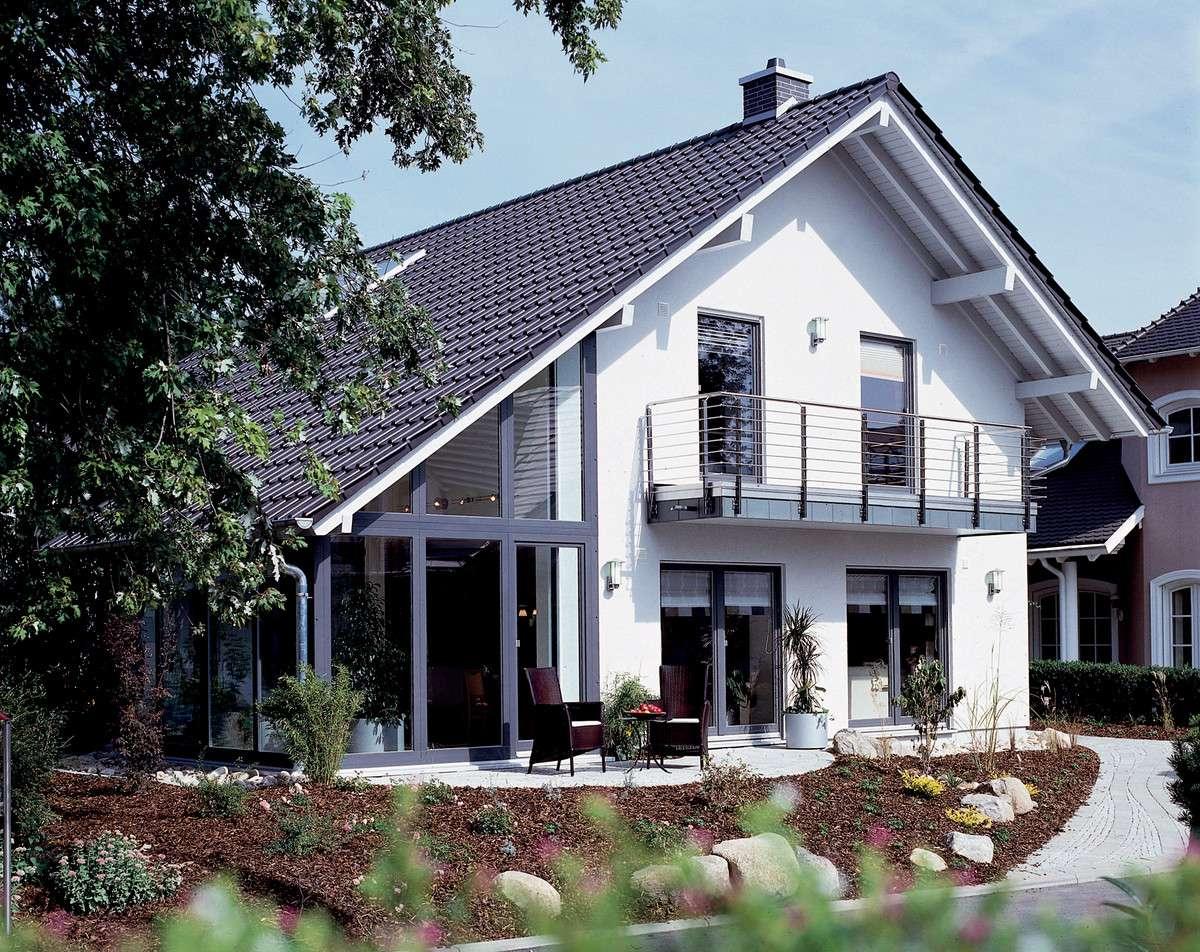 FINESSE 300 - Stuttgart - Außenansicht mit Terrasse und Wintergarten