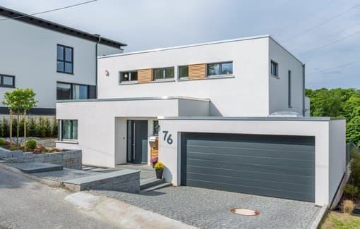 Bauhaus-Villa mit großer Garage