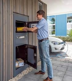 Der Briefschlitz in der Tür war gestern: Heute sind Briefkästen aus modernen Materialien und in attraktiven Designs gefragt.
