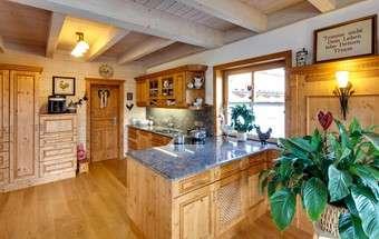 Helle Küche aus Holz