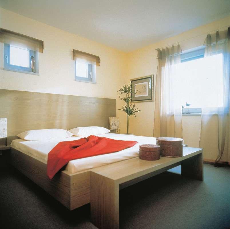 Schlafzimmer in heller Holzoptik