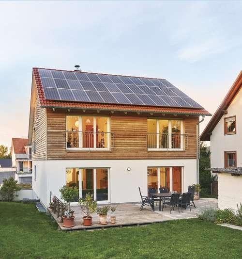 Plusenergiehaus mit viel Holz