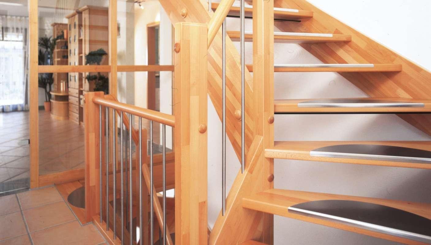 Musterhaus Family Classic - Treppe aus der hauseigenen Schreinerei