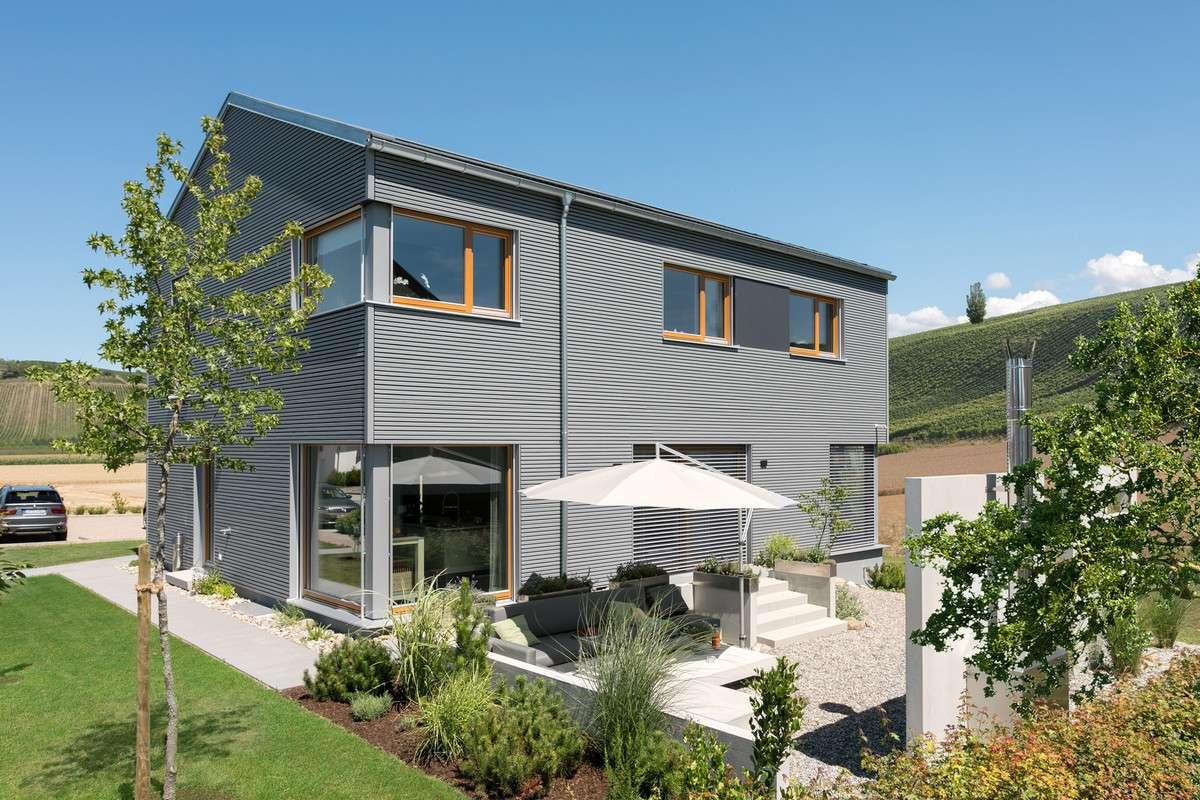 Schwörer Musterhaus in Auggen mit moderner Lamellenfassade