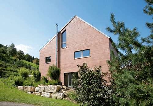 Modernes Einfamilienhaus im Bauhausstil mit Satteldach