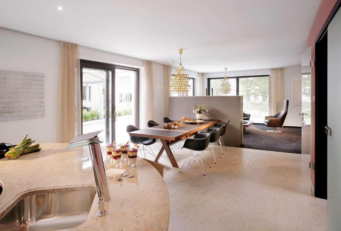 Moderner Essbereich Mit Durchgang Zum Wohnzimmer